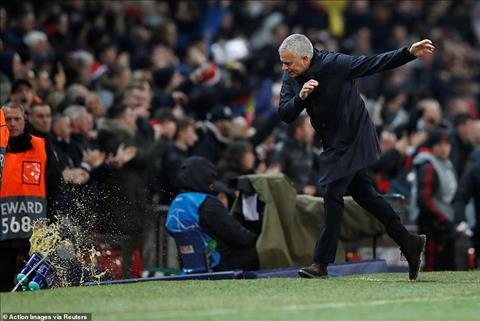 HLV Mourinho ăn mừng trận MU vs Young Boys, đáp trả huyền thoại hình ảnh