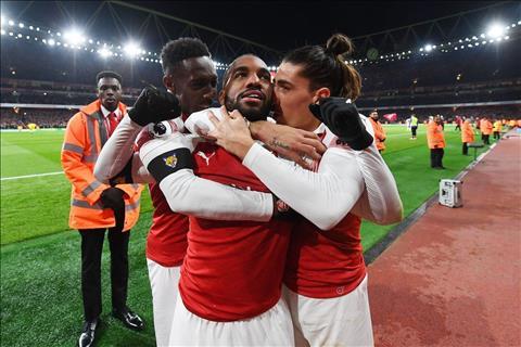 Lacazette ghi ban cho Arsenal truoc Liverpool