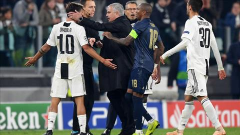 Tren duong roi san, Mourinho va cham tiep voi Paulo Dybala.
