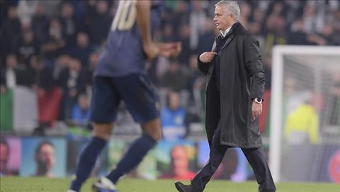 Cận cảnh màn ăn mừng gây hấn của Jose Mourinho ở trận Juventus 1-2 MU hình ảnh 3