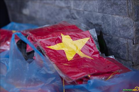 Nhom CDV tai day cho biet nho muc gia re, rat nhieu nguoi Viet tai Lao da mua ve voi mong muon phu kin SVD quoc gia Lao de tiep suc cho thay tro HLV Park Hang Seo.