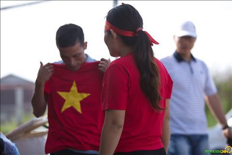 Tu khoang 8 gio sang, mot nhom CDV Viet Nam da tap trung truoc cong khach san noi DT Viet Nam dong quan de len ke hoach co vu.