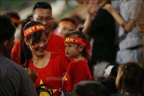 AFF Cup 2018 CĐV Việt Nam chia nửa vui buồn khi ĐT Lào bại trận hình ảnh 2