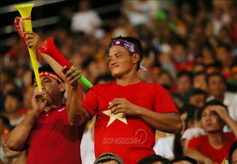 CĐV Việt Nam tại Lào chia nửa vui buồn khi Lào bại trận hình ảnh
