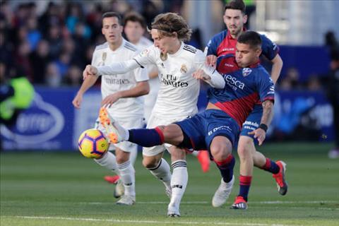 Huesca 0-1 Real Madrid Nhọc nhằn bắn hạ tân binh cuối bảng hình ảnh 2