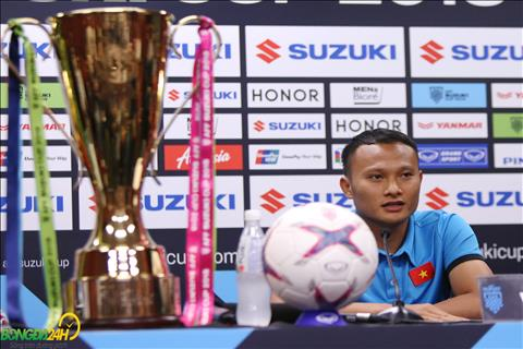 Trong Hoang trong buoi hop bao truoc tran chung ket luot di AFF Cup 2018 giua Malaysia vs Viet Nam.
