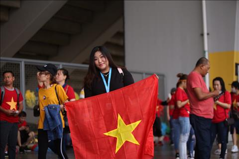 Chùm ảnh Những nữ CĐV Việt Nam xinh tươi tại Bukit Jalil hình ảnh