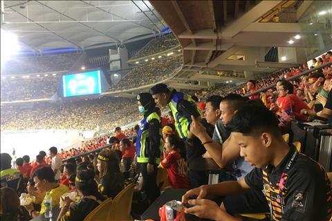 CĐV Malaysia và Việt Nam ngồi chung trên khán đài hình ảnh