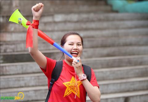 Mot nu CDV Viet Nam da bay tu TP Ho Chi Minh sang Bacolod de co vu cho DT Viet Nam.