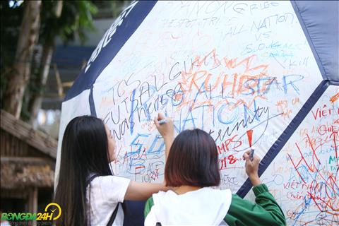 Phan lon CDV Philippines den san trong tran dau voi DT Viet Nam la hoc sinh, sinh vien.