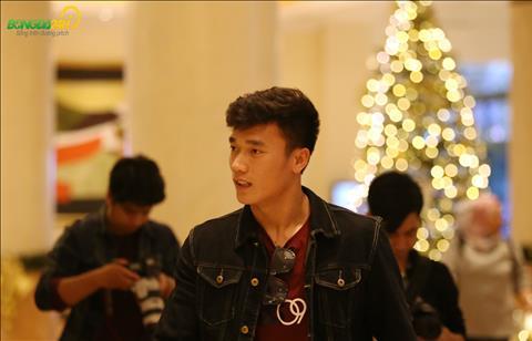 Chùm ảnh Hà Đức Chinh và Bùi Tiến Dũng cùng nhau đến hội quân ĐT Việt Nam hình ảnh 2