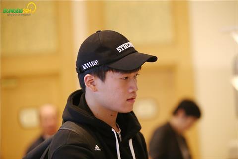 Nguyen Hoang Duc du chan thuong nhung van len tap trung cung ca doi.
