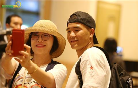 Ha Duc Chinh nhan duoc kha nhieu loi de nghi chup anh selfie.