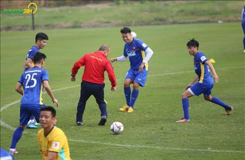 ĐT Việt Nam tập đối kháng ngay buổi đầu tiên chuẩn bị Asian Cup  hình ảnh