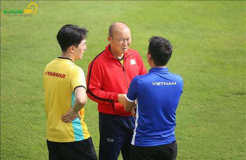 Chuyên gia lo ngại HLV Park Hang Seo sẽ sớm rời Việt Nam hình ảnh