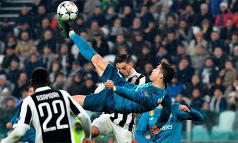 Cú volley của Ronaldo được tái hiện trên tranh pha lê hình ảnh
