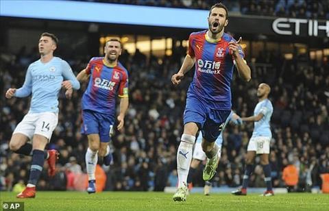 Milivojevic ghi ban thang thu 3 cho Palace truoc Man City