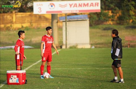 Hai cau thu vang mat trong buoi chieu qua la 22/12 la Quang Hai va Phan Van Duc khong tap cung ca doi.