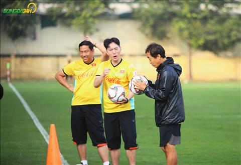 Quang Hải trở lại tập luyện, HLV Park Hang Seo vẫn vắng mặt hình ảnh