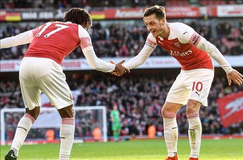 Arsenal thang Burnley Ozil va Iwobi