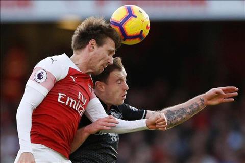 Nacho Monreal của Arsenal dính chấn thương ở trận thắng Burnley hình ảnh