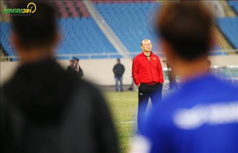 HLV Park Hang Seo da tro lai sau khi vang mat trong hai buoi tap truoc do.