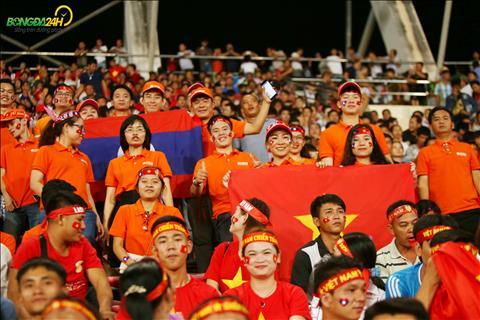 Trong tran mo dau AFF Cup 2018, cac CDV Viet Nam da bien SVD quoc gia Lao thanh bau khong khi chang kem gi tai My Dinh.