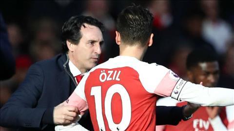 Mesut Ozil co quan he khong tot voi HLV Unai Emery