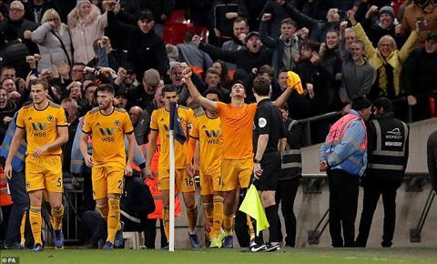 Wolves ghi lien 3 ban thang de nguoc dong danh bai Spurs 3-1
