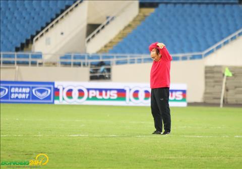 Trước trận gặp Philippines, HLV Park Hang Seo tập thể dục hình ảnh
