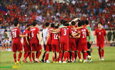 Cac cau thu an mung khi day la lan dau tien sau 10 nam, DT Viet Nam moi vao chung ket AFF Cup.