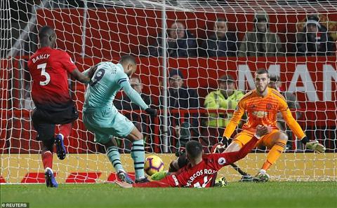 Man Utd 2-2 Arsenal Cuộc thi ngược đời của hai hàng phòng ngự hình ảnh 4