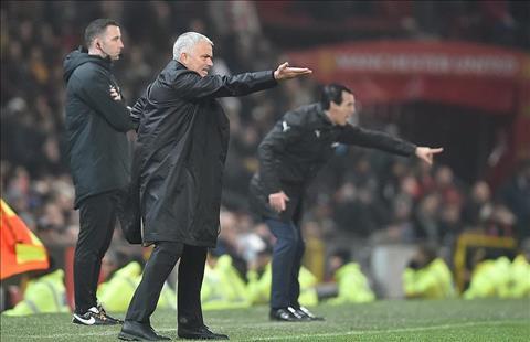 Mourinho nổi giận khi MU bị so sánh với quá khứ hình ảnh 2