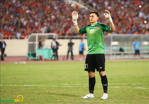 Chùm ảnh Đặng Văn Lâm cầu nguyện sau khi giúp ĐT Việt Nam vào chung kết AFF Cup 2018 hình ảnh 2