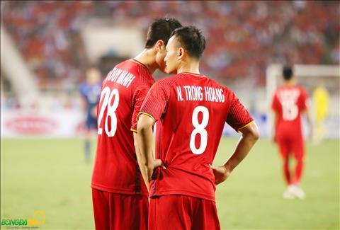 Chung kien dieu do, Duy Manh co noi tham dieu gi do voi Trong Hoang.