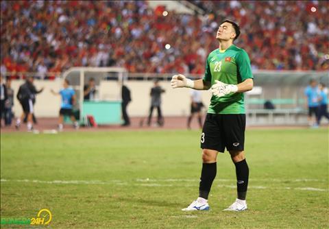 Chieu nay, Dang Van Lam cung cac dong doi bay sang Kuala Lumpur de chuan bi cho tran chung ket luot di gap Malaysia.