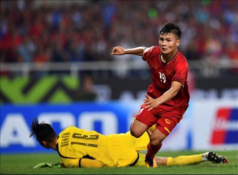 Quang Hai ghi ban Philippines