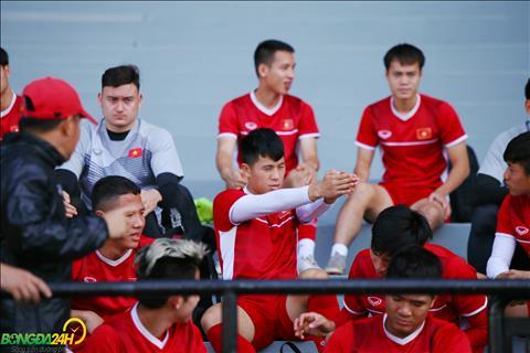 Văn Toàn khoe tốc độ trong buổi tập của ĐT Việt Nam tại Malaysia  hình ảnh