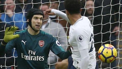 Tottenham 1-0 Arsenal Thu mon Petr Cech khong the cuu Arsenal hinh anh
