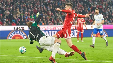 Bayern Munich 2-1 Schalke Chien thang tron ven cua Hum xam hinh anh