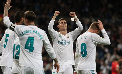 Cris Ronaldo lan dau tien lap hattrick cho Real Madrid trong mua nay.