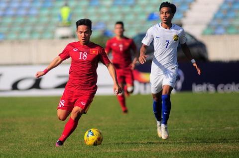 Dinh Thanh Trung (trai) co mot nam thanh cong cung Quang Nam FC.
