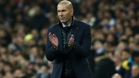 HLV Zinedine Zidane cung Real Madrid gay an tuong manh khi danh bai PSG.