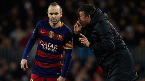 Iniesta ung ho HLV Luis Enrique dan dat Chelsea hinh anh 2