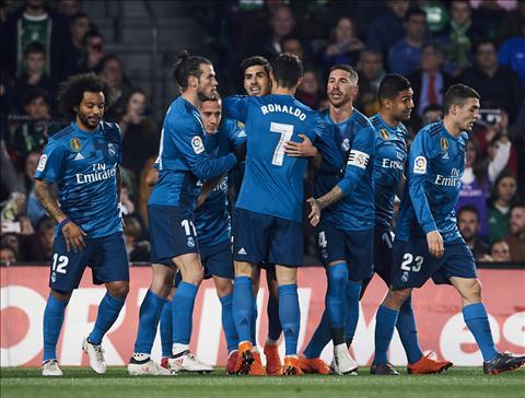 Real Madrid cham ky luc chua tung co sau vong 24 La Liga hinh anh