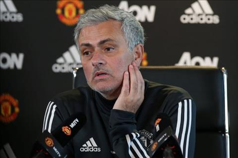 HLV Mourinho hop bao