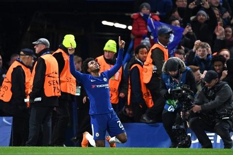 Huyen thoai Chelsea ngoi khen Willian sau tran hoa truoc Barca hinh anh