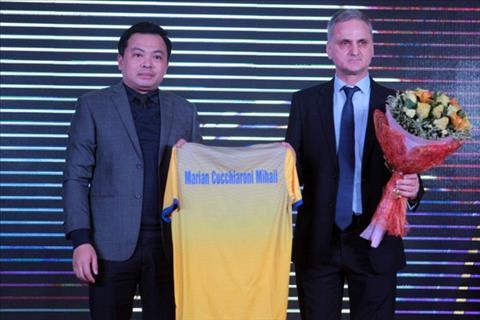 V-League 2018 Hy vong va thach thuc cho cac ong thay moi hinh anh