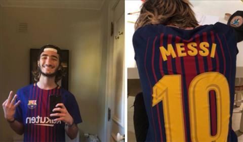 Con trai HLV Mourinho the hien tinh yeu voi Barca hinh anh