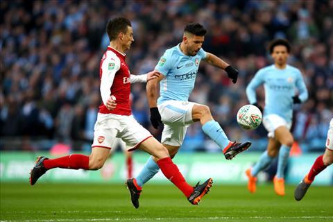 Tien dao Sergio Aguero dang giup Man City gianh nhung danh hieu hinh anh 2